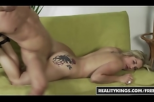 Big-busted blonde (Dayna Vendetta) takes it take pleasure in a champ for the brush first porn kill - Reality Kings