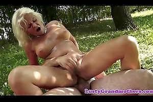 Faketit european granny fucked right into an asshole outdoors